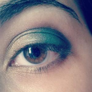 maquiagem verde e dourada